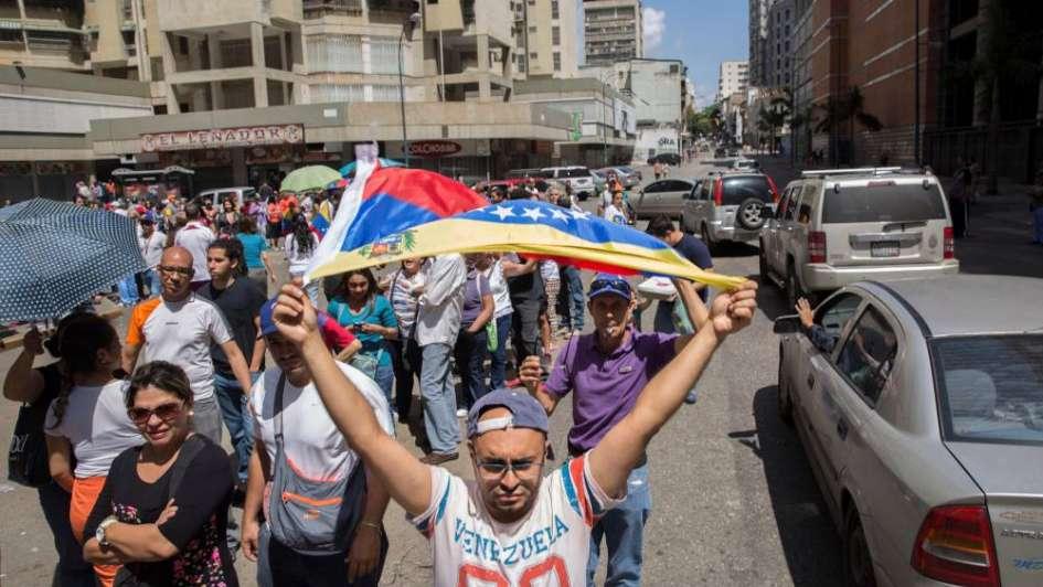Venezuela: al menos un muerto tras ataques durante el plebiscito