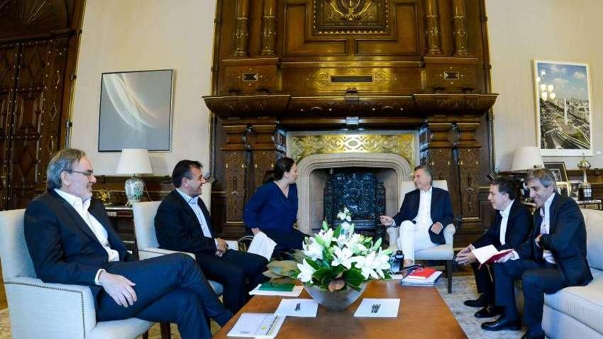 Macri tuvo su primera reunión de coordinación con Dujovne y Caputo en la Rosada
