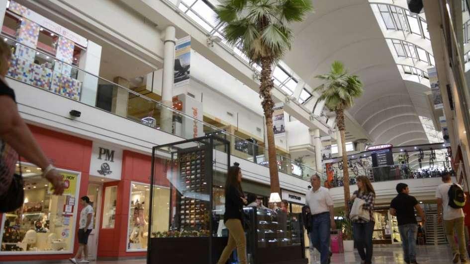 Las ventas en supermercados y shoppings crecieron pero muy por debajo de la inflación