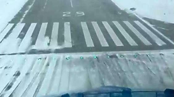 Mirá el increíble aterrizaje en medio de la nieve en Bariloche