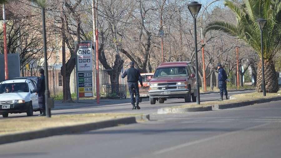 Parecía un operativo vial, pero eran bomberos voluntarios vendiendo una rifa