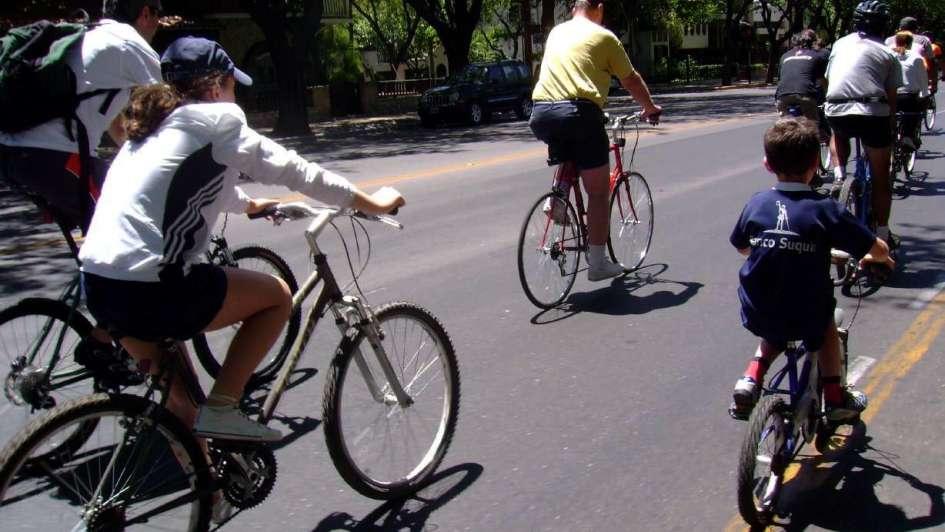 Un día para dejar el auto y pasear en bici por la Ciudad
