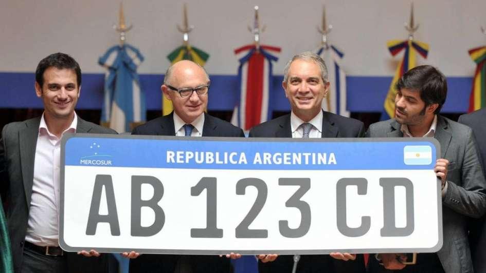Presentaron la nueva chapa-patente que unificará a los países del Mercosur