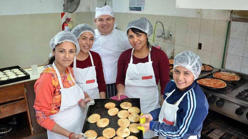 San Rafael: elaboran pan artesanal como en una panadería profesional