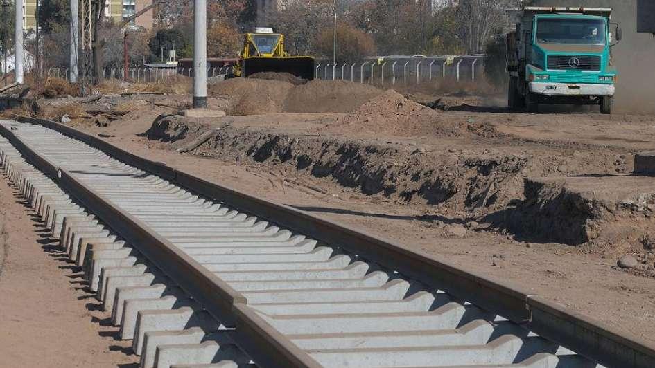 Adiós a los viejos durmientes de madera: llegó el hormigón para el Metrotranvía