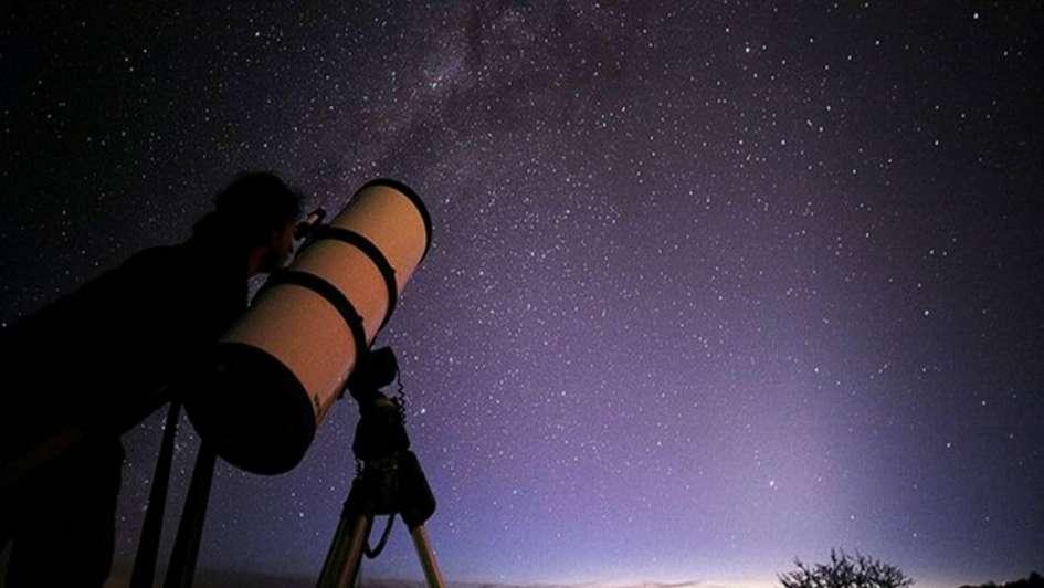 Turismo para mirar estrellas y planetas, gratis y en la terraza de Capital