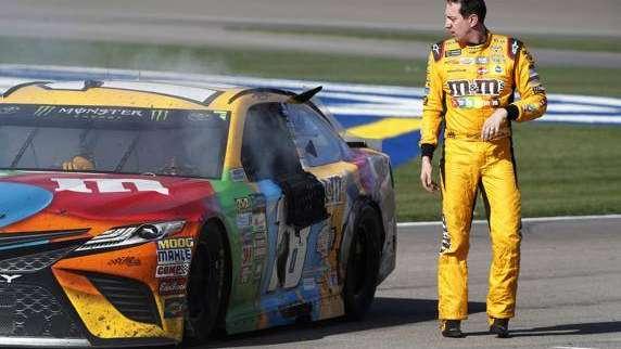 De no creer: a trompada limpia terminaron dos pilotos de la NASCAR tras una discusión