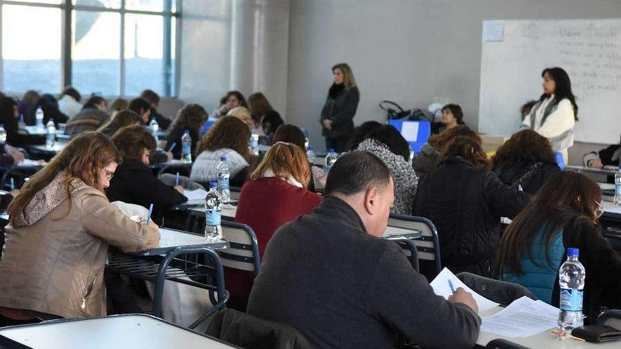 Papelón: sancionarán a dos docentes por copiar en el examen para directores en Mendoza