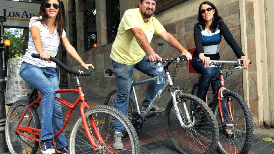 Ir al trabajo en bici ahorra estrés y plata