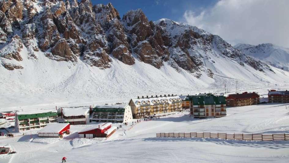 Las tempranas nevadas adelantaron la temporada de ski en Penitentes y Los Puquios