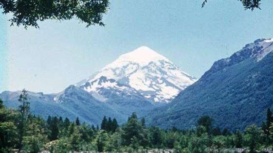 Un militar murió y otro está grave por un alud de rocas en el volcán Lanín