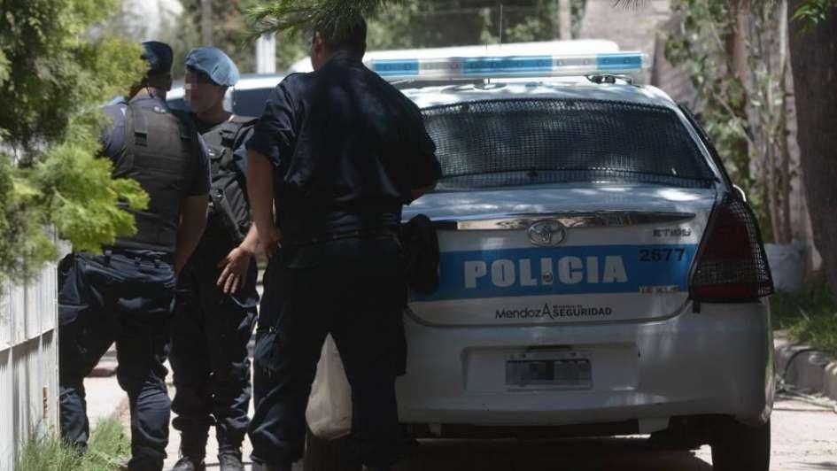 Detuvieron a una mujer y a un joven para esclarecer dos asesinatos