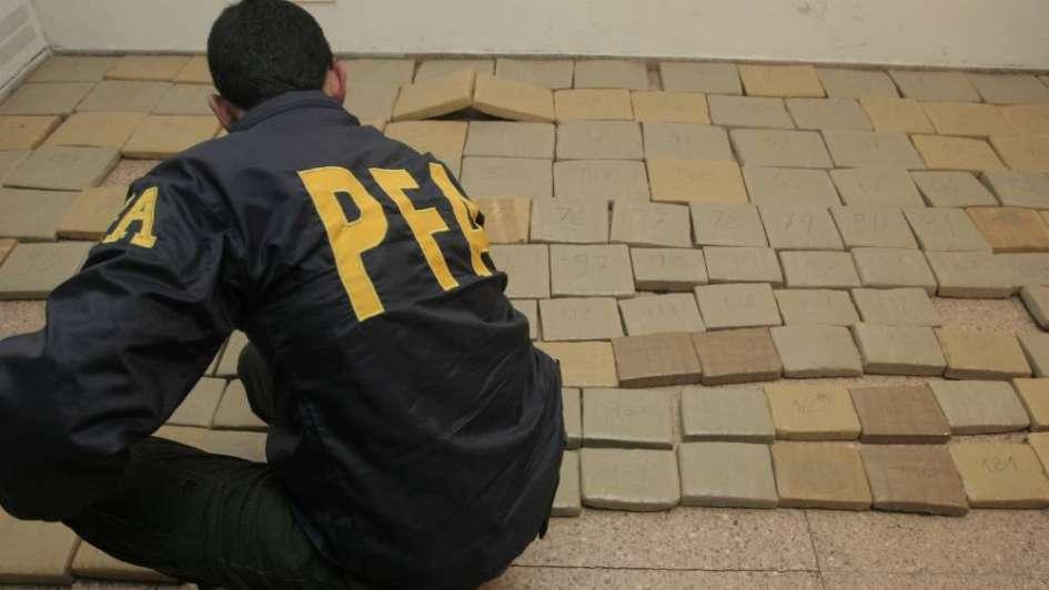 Incautaron casi media tonelada de cocaína escondida en bobinas en Luján