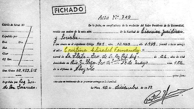 La Justicia certificó que CFK es abogada y las actas del título circulan por las redes sociales