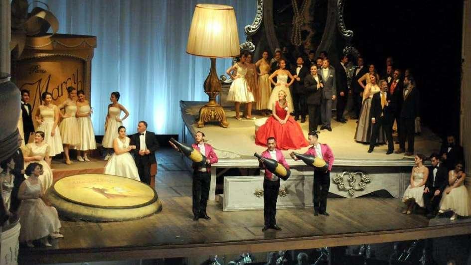 La Traviata deslumbra a los mendocinos