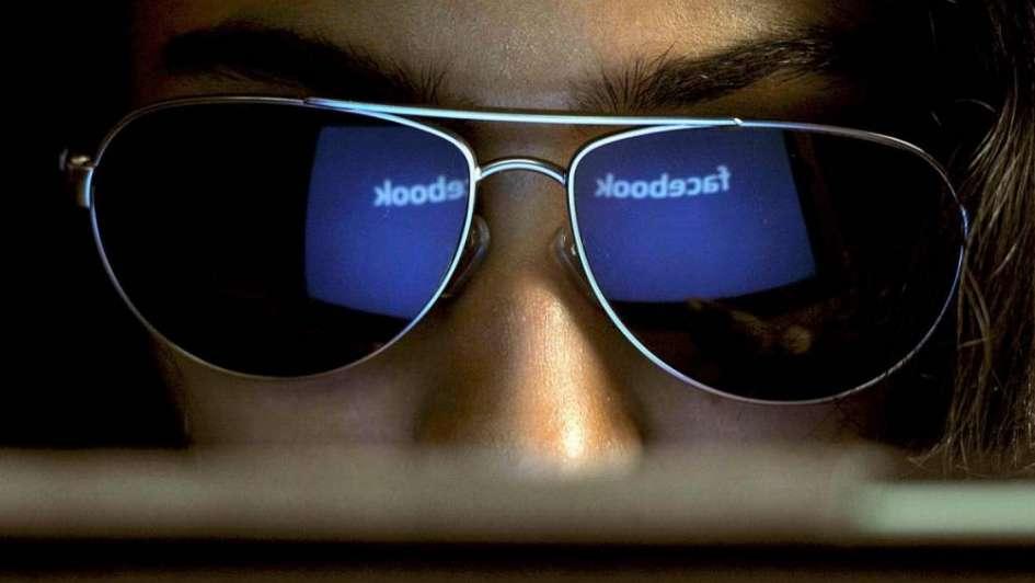Facebook prohíbe que los datos de sus usuarios se usen para espionaje