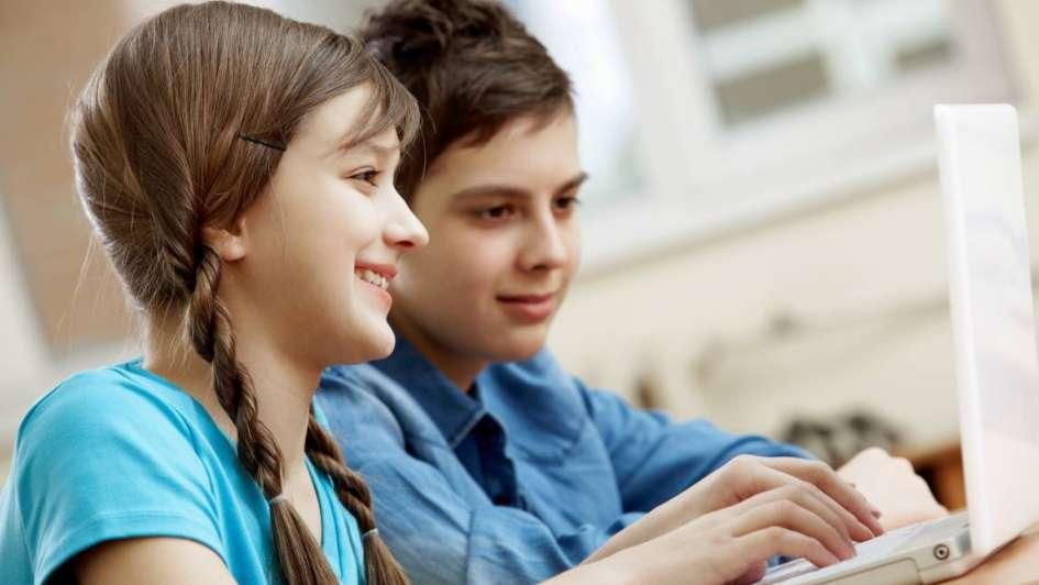 Los adolescentes afirman ser expertos en tecnología pero saben poco de computación