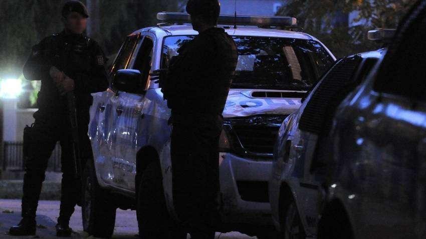 Detienen a dos sujetos robando vehículos en calles de Ciudad