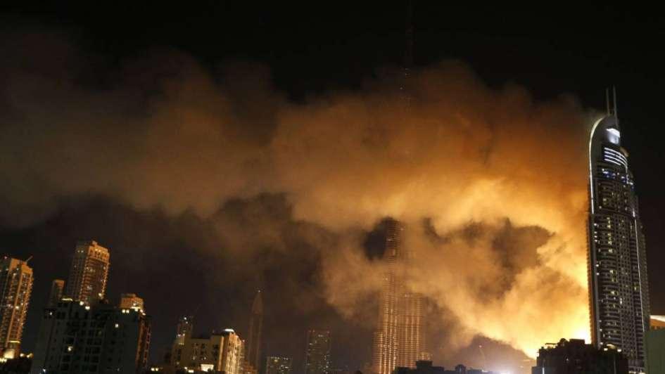 Fotos y videos: así hizo combustión completa el hotel de lujo Address Downtown de Dubái