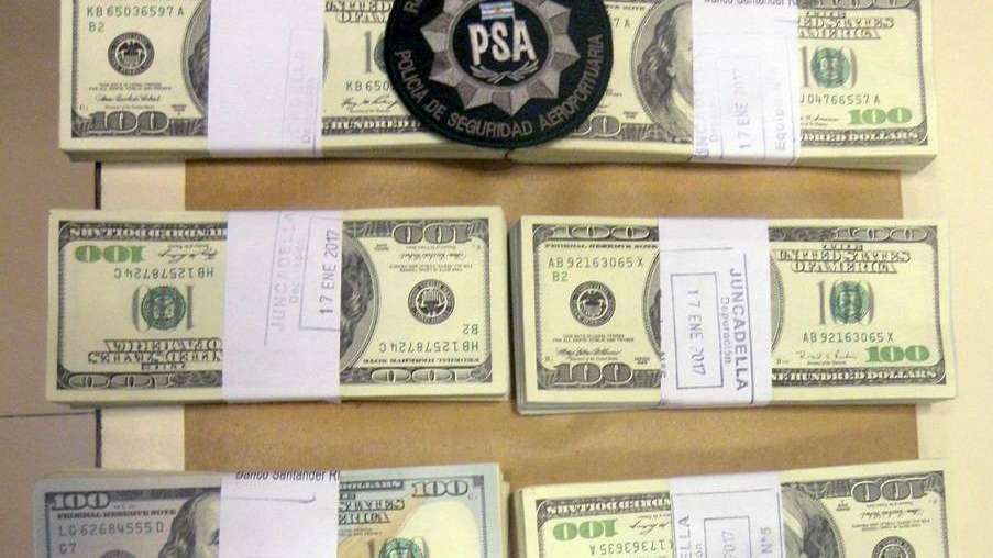 Cayeron en el aeropuerto El Plumerillo cuando intentaban contrabandear 200 mil dólares