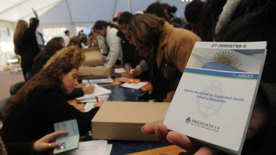 Confirman créditos por decreto para beneficiarios de la AUH y pensiones