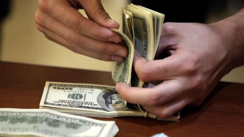 El dólar se disparó 20 centavos y cerró a $ 18,22
