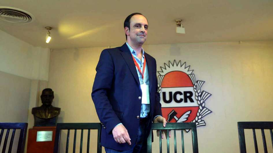 Según la UCR,  el kirchnerismo condiciona a los jefes de la CGT