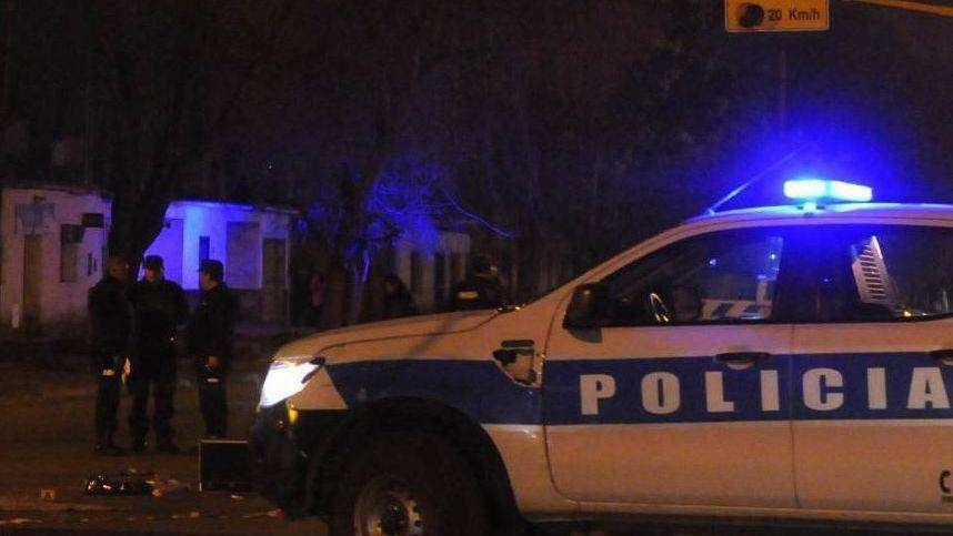 Un condenado por homicidio asaltó a una mujer mientras reparaba un portón en Godoy Cruz