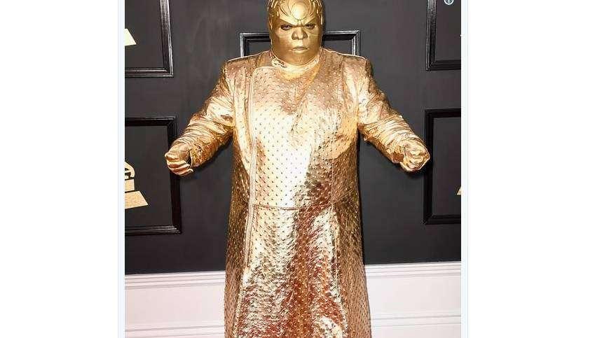 Marley se vistió de estatua dorada y estallaron los memes