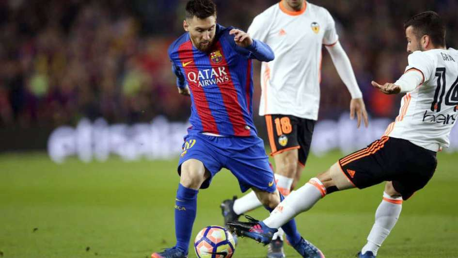 Doblete cien de Messi y el Barça está a tiro
