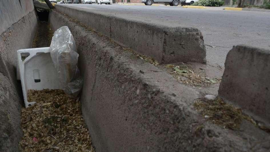 Acequias taponadas por gran cantidad de basura