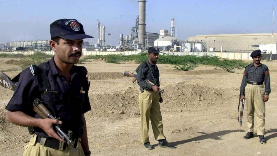 Horror el Pakistán: familiares ataron a la cama y electrocutaron a dos jóvenes porque se casaron