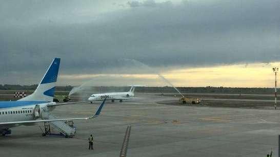 Llegó el primer vuelo de Andes que une Mendoza con Buenos Aires
