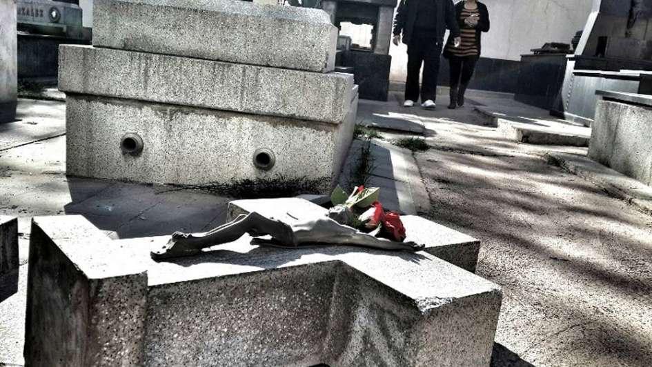 Misteriosa profanación de tres tumbas en el cementerio de Capital