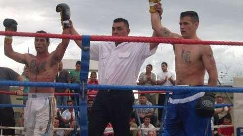 Boxeadores profesionales participaron de un festival con internos en la cárcel de Gorina
