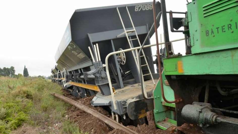 Otra vez el vandalismo: roban durmientes y descarrila un tren