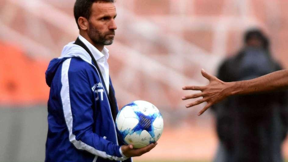 Bernardi no confirmó el equipo, pero el Tomba tendrá una variante para recibir a Vélez