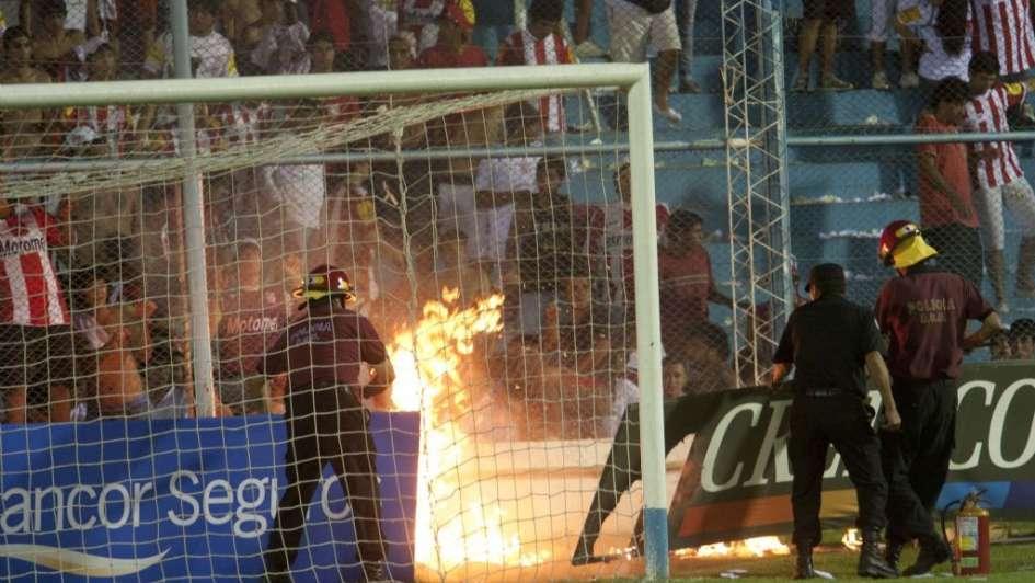 Copa Argentina: incidentes en el clásico tucumano y victoria del Decano