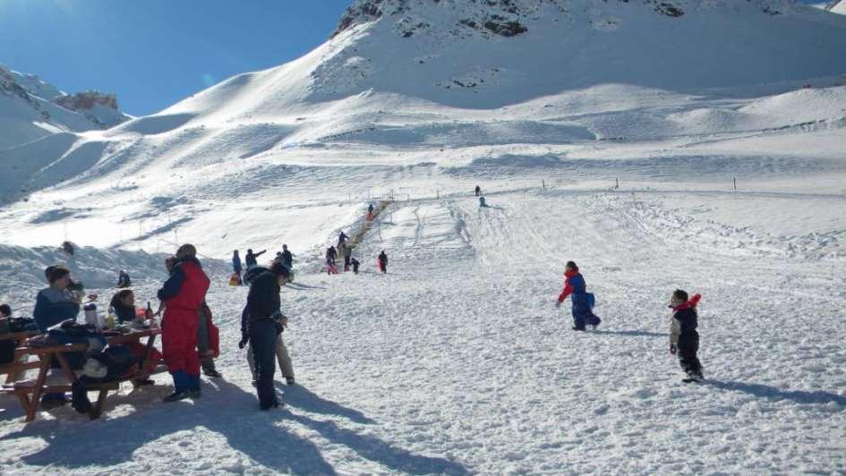 Concurso para que chicos de bajos recursos conozcan la nieve