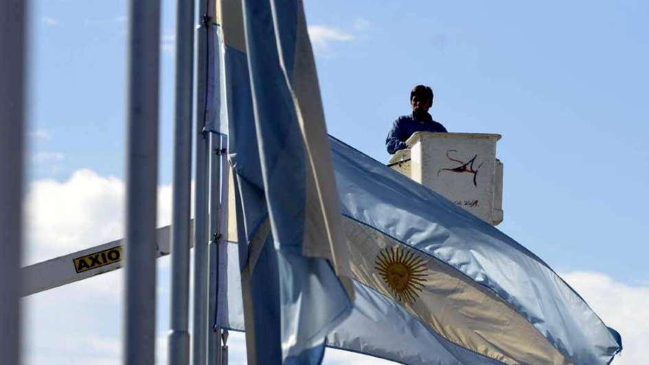 Polémica: arriaron banderas del bulevar de San Martín