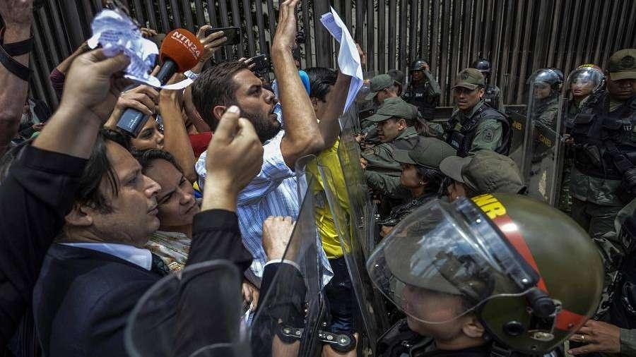 Parlamento acusa a Maduro de dar