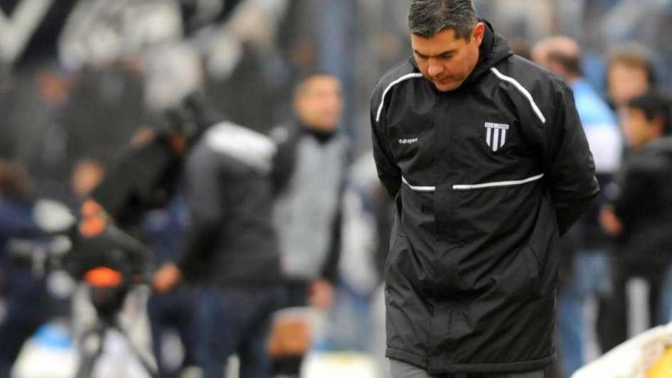 Tras perder el clásico, Arias dejó de ser el DT de Gimnasia y Esgrima