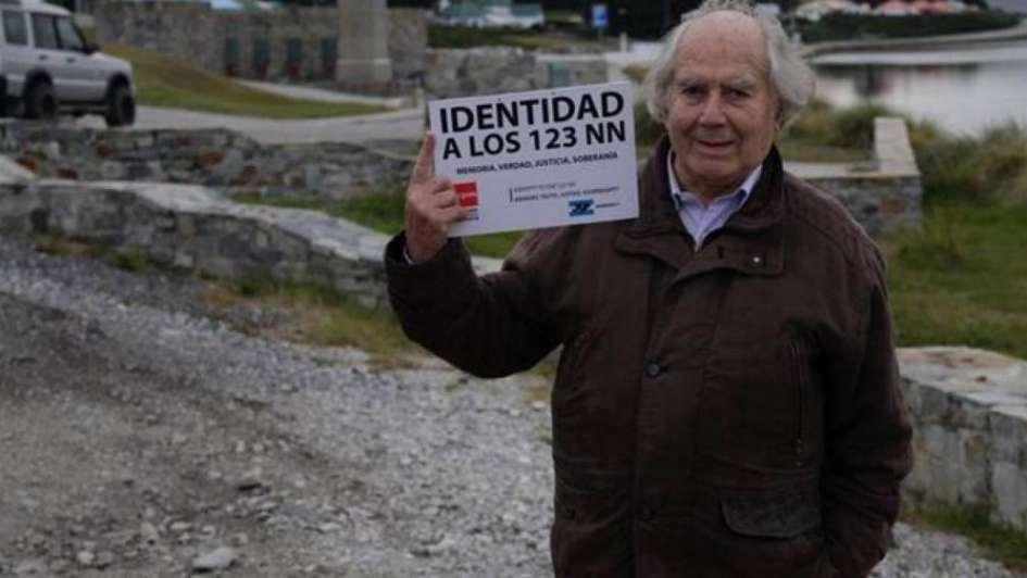 Malvinas: familiares de caídos escrachan a Pérez Esquivel