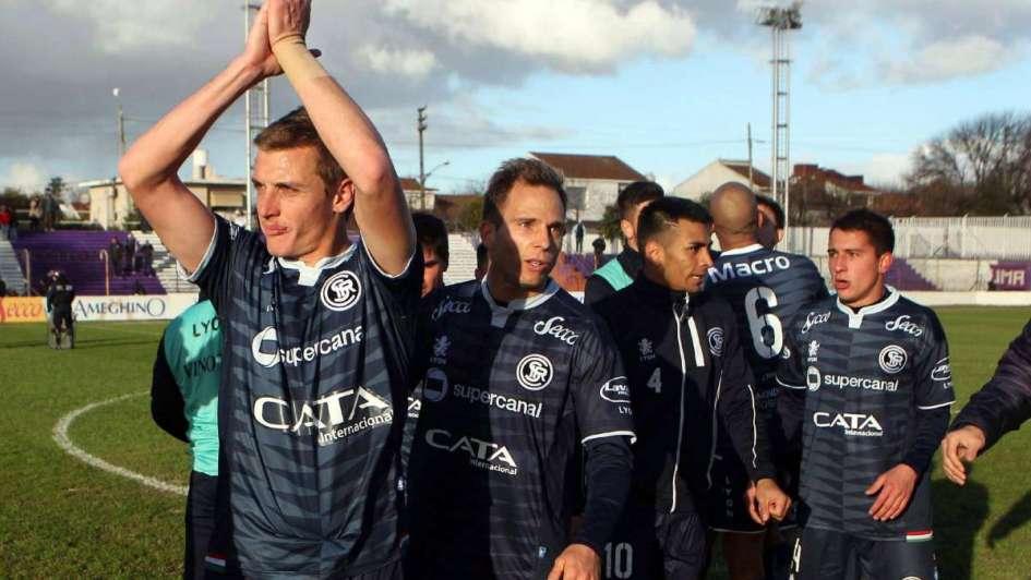 A Independiente Rivadavia lo salvó la campaña