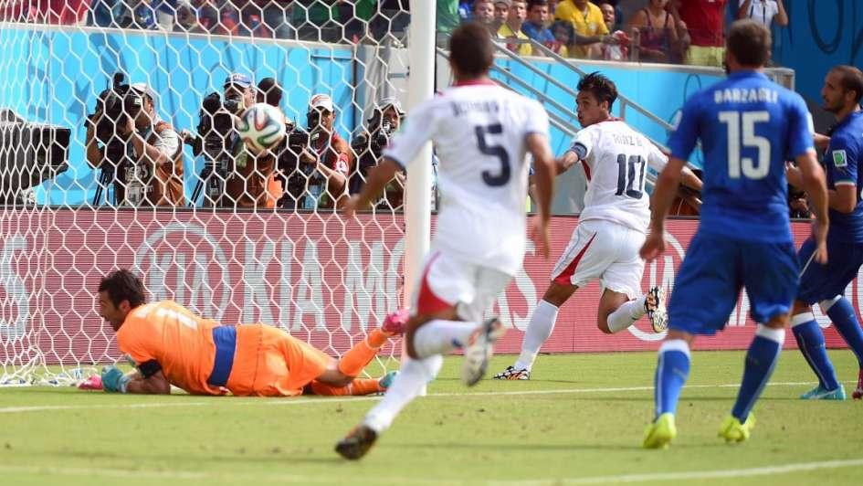 Resultado de imagen para gol bryan ruiz a italia