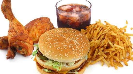 Aumenta consumo de alimentos procesados altos en grasa y azúcar-UNAM