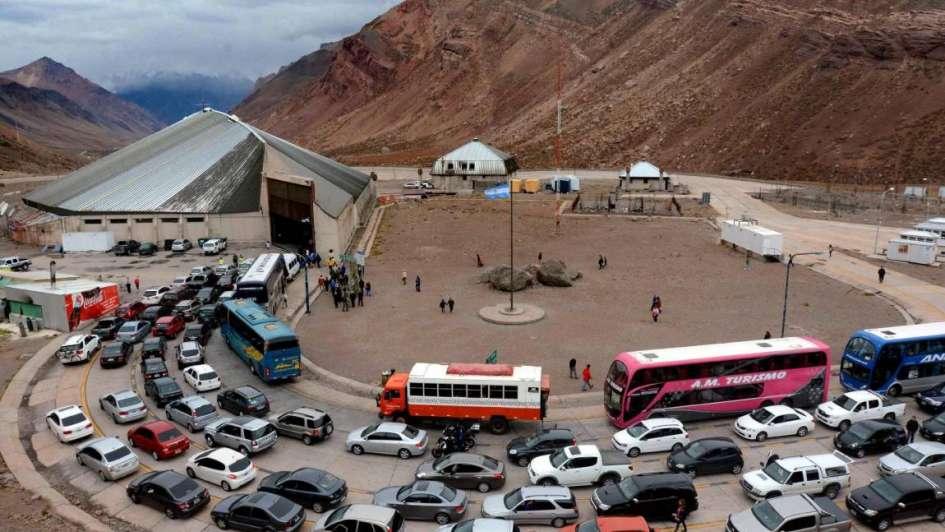 Cruzaron a Chile más de 4 mil personas y hay en promedio 4 horas de espera