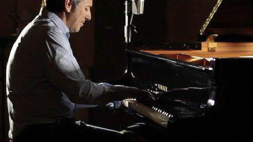 Daniel Cros: canción de autor  con sello afrolatino
