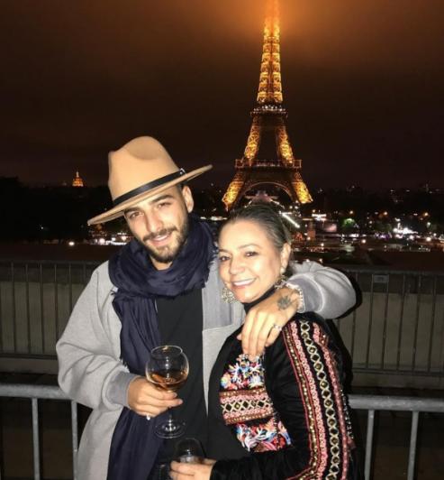 Maluma se fotografió besándose con su madre y desató una polémica 2.0