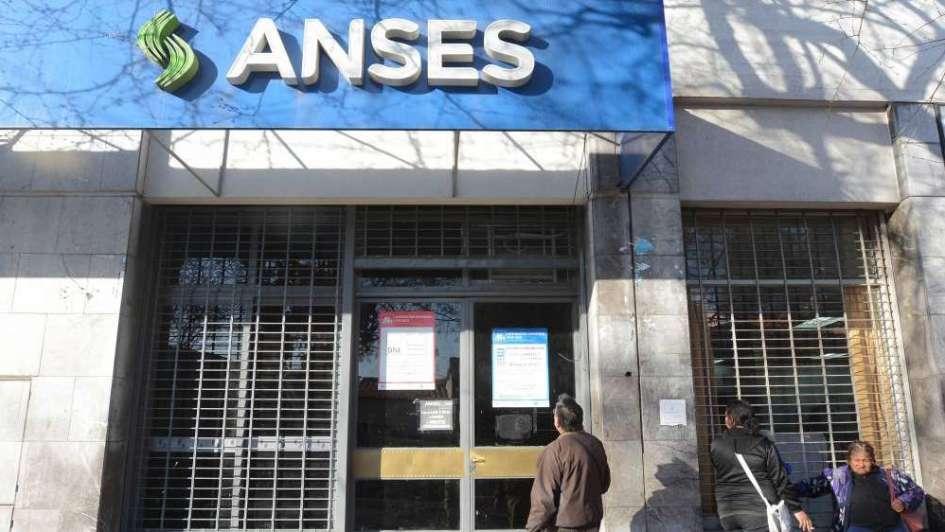Empleados de la Anses hacen huelga en todo el país